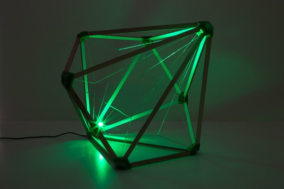 Olafur Eliasson. Green light, 2016 Wood; recycled PLA, plastic, and nylon; LED (green); cable. 35 x 35 x 35 cm Photo: María del Pilar García Ayensa / Studio Olafur Eliasson ©2016 Olafur Eliasson