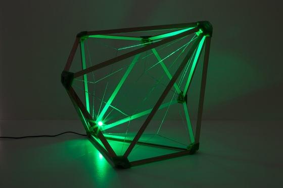 Olafur Eliasson. Green light,2016 Wood; recycled PLA, plastic, and nylon; LED (green); cable. 35 x 35 x 35 cm Photo: María del Pilar García Ayensa / Studio Olafur Eliasson ©2016 Olafur Eliasson