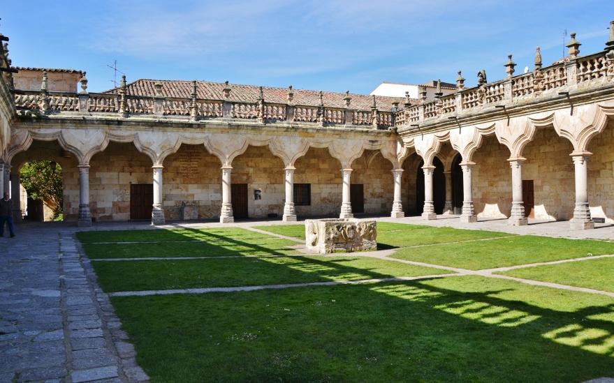 WLM14ES_-_Claustros_de_la_Universidad_de_Salamanca_-_MARIA_ROSA_FERRE_(3)
